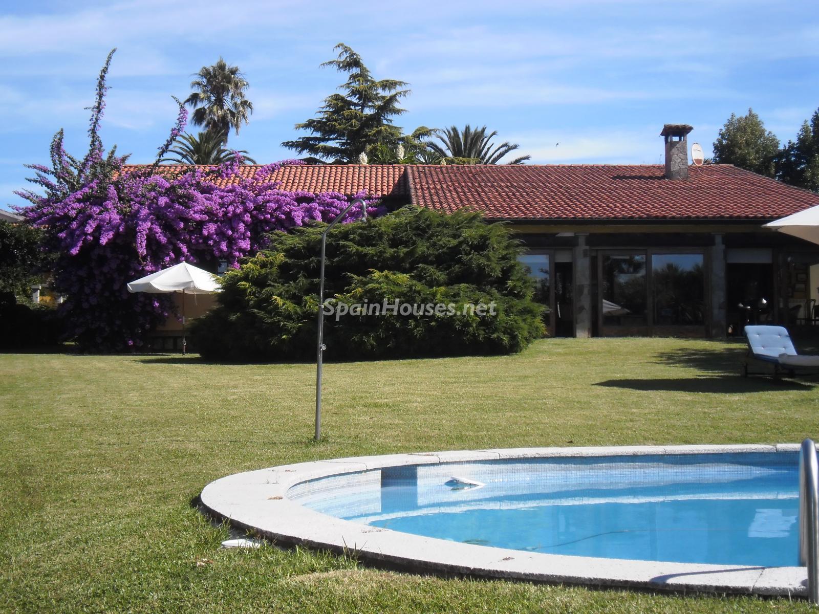 Foto 1 - Chalet independiente en venta en Oleiros, Ref: 1825929